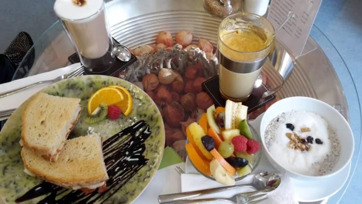 achtsamkeit-achtsam-blog-sarah-magadlena-richter-christina-könig-interview-gespräch-cafe-mandala-münchen-frühstück