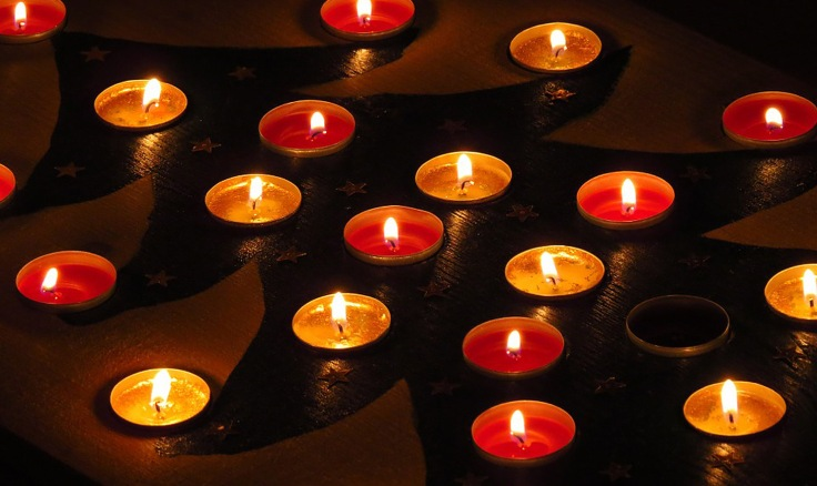achtsamkeit-achtsam-blog-sarah-magadlena-richter-adventskalender-kerzen-teelichter