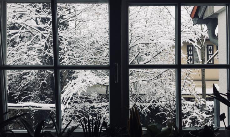achtsamkeit-achtsamkeitsblog-winter-schnee-fenster