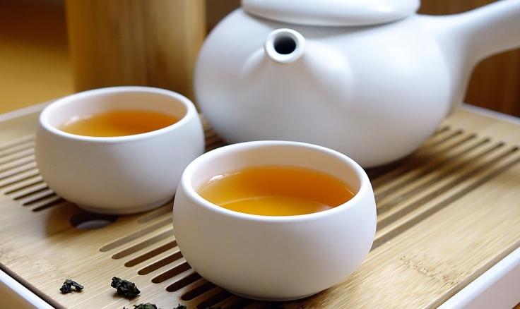 Achtsam einen Tee trinken