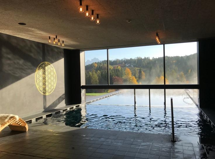 Der Infinity Pool des Hotel Pfösl